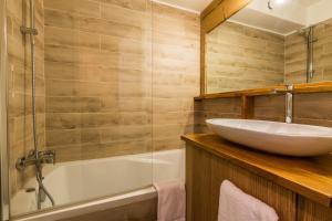 A bathroom at Apartment Forclaz 3