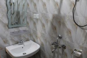 A bathroom at Say Rooms Hotel Riddhi Siddhi