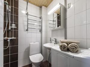 A bathroom at Citykoti Downtown Studios
