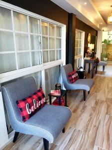A seating area at Hotel Santa Clara