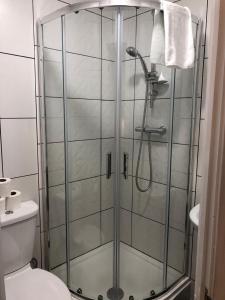 A bathroom at Arran Guest House
