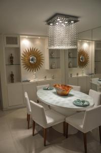 A restaurant or other place to eat at Apartamento de Luxo no melhor bairro