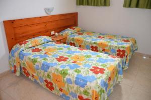 Een bed of bedden in een kamer bij Los Cactus