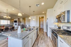 A kitchen or kitchenette at Snow Canyon View: Paradise Village #46