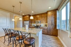 A kitchen or kitchenette at Redstone Villa: Paradise Village #47
