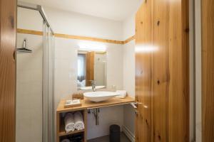 A bathroom at Appartment Schatzer