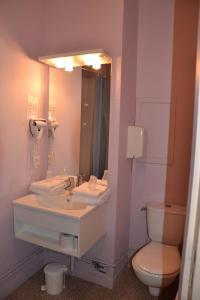 Salle de bains dans l'établissement Hotel Les Bénédictins