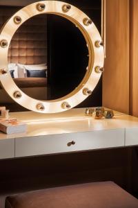 A bathroom at SAINT TEN Hotel
