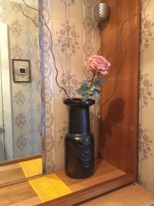 A bathroom at Kreenholmi Marple House