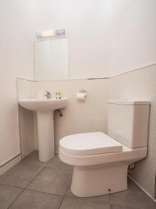 A bathroom at Rowton Hotel