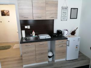 Kuchyňa alebo kuchynka v ubytovaní Galaxy Rooms & Studios