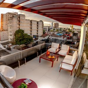 Um restaurante ou outro lugar para comer em Hotel Mais1