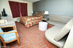 A bed or beds in a room at La Mirage