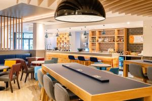 A restaurant or other place to eat at Holiday Inn Express - Derry - Londonderry