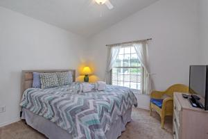 A bed or beds in a room at 4BR Home with private Pool only 9 miles to Disney ! IP4531