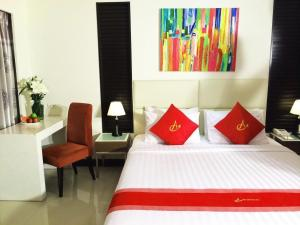 A bed or beds in a room at Ayara Grand Palace Hotel