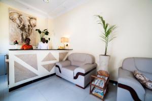 A seating area at Antonio Garden Hotel