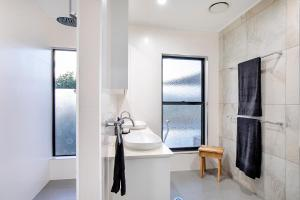 A bathroom at Sunset Retreat Perfect Whitsunday Family Getaway