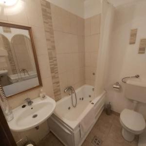 A bathroom at Panoráma Panzió