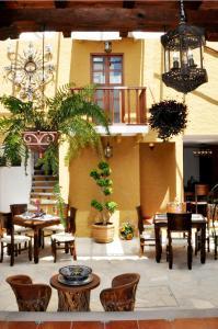 Un restaurante o sitio para comer en Casa Santa Lucia