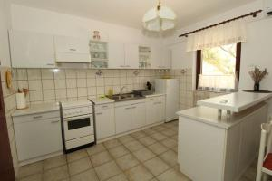 A kitchen or kitchenette at Apartments Besedić