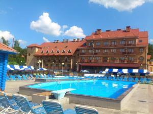 Бассейн в Отель Улыбка или поблизости