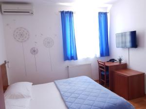 A bed or beds in a room at Pansion Comfort Bok