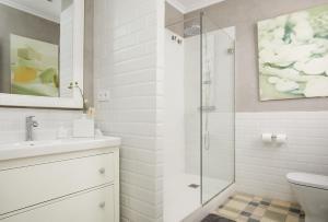 Ein Badezimmer in der Unterkunft Hostal Poblenou B&B