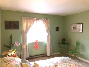 A bed or beds in a room at Yellow Door Bed and Breakfast