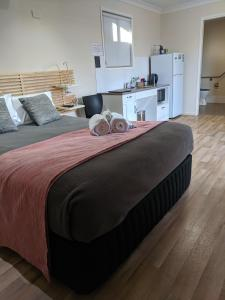 A bed or beds in a room at Pick A Box Motel