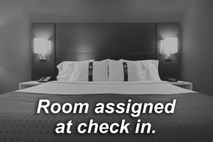 A bed or beds in a room at Holiday Inn Express Crewe