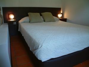 Uma cama ou camas num quarto em Casa de Gondomil