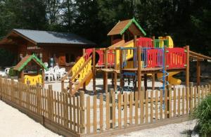 De kinderspeelruimte van Camping Le Colporteur