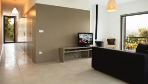 Uma televisão e/ou sistema de entretenimento em Casa de Vila Cete