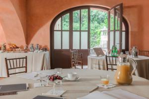 Un restaurante o sitio para comer en QC Termeroma Spa and Resort