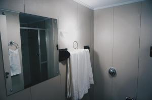 A bathroom at Ornatus Palace Hotel
