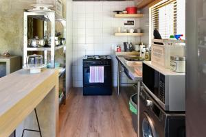 A kitchen or kitchenette at Umami Mountain Retreat