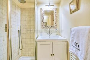 A bathroom at Chalet Austin