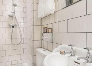 Un baño de Hôtel Basss