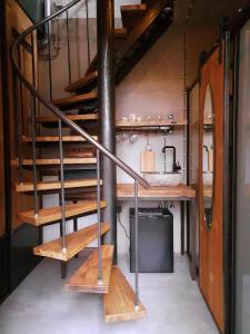 A kitchen or kitchenette at Goudse Watertoren, 't kleinste woontorentje van Nederland