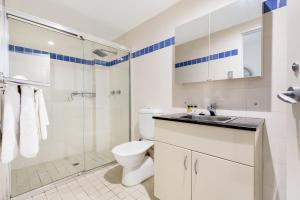 A bathroom at Darlinghurst Fully Self Contained Modern 1 Bed Apartment (713RIL)