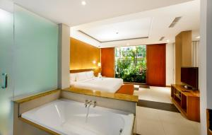 A bathroom at Sun Island Hotel & Spa Legian
