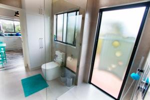 A bathroom at Coorong Cabins