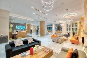 The lobby or reception area at Marina Bay