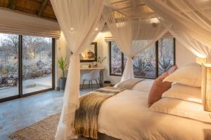A bed or beds in a room at Royal Madikwe Luxury Safari Lodge