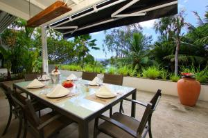 A restaurant or other place to eat at Hillcrest Villas