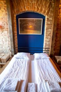 A bed or beds in a room at Vysoka Khata