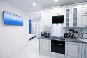 Кухня или мини-кухня в Апартаменты на Нагорной 16