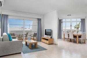 A seating area at Santa Barbara Golf and Ocean Club By Diamond Resorts