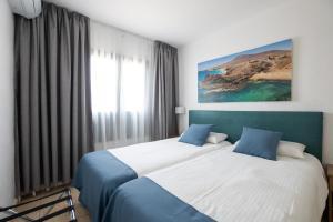 Een bed of bedden in een kamer bij Bitacora Lanzarote Club